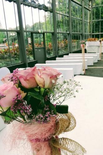 Blumen für die Hochzeitszeremonie