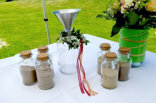 Sandzeremonie im Vintagestil mit Sand aus Ostwestfalen, Sachsen und Berlin